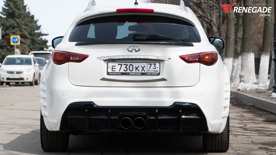 Video INFINITI FX/QX70 Renegade edition with Center Exhaust